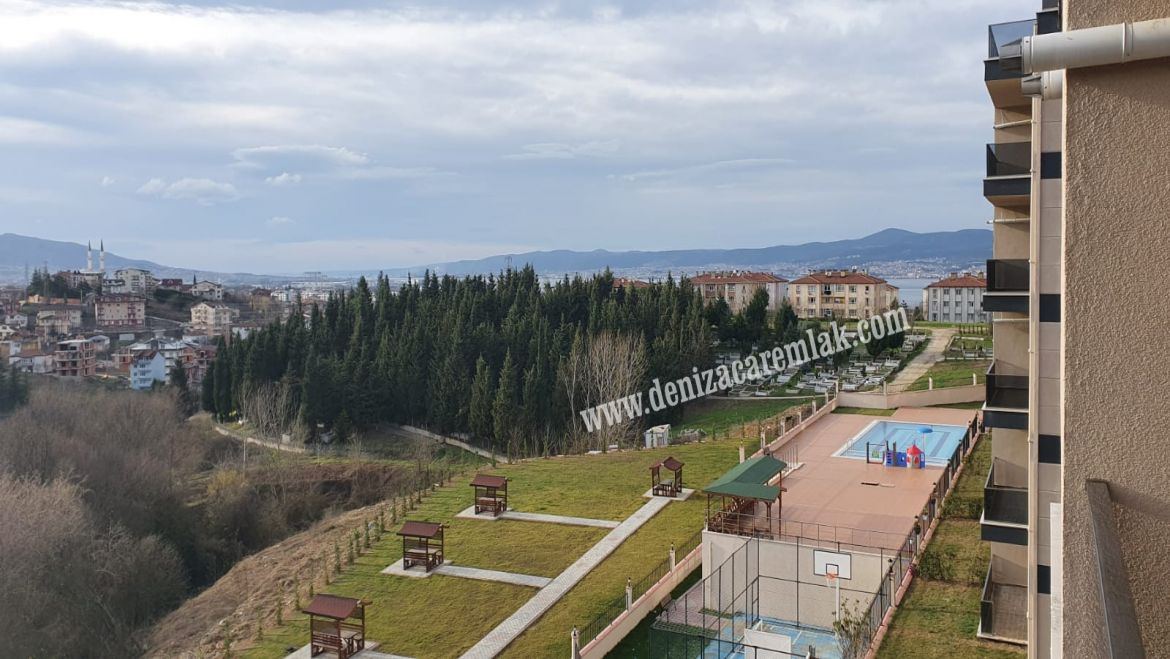 Kocaeli Başiskele Apartment for sale inside complex with distinctive view Flat For Sale