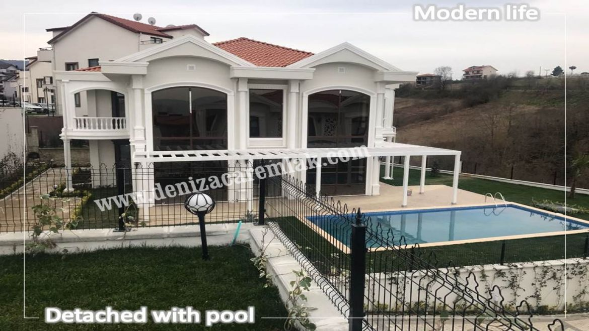 Kocaeli Başiskele Detached with pool Villa For Sale